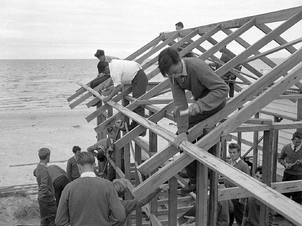 Tech students build a boat shed, 1963. (Photo: Leader Collection, City of Kingston)